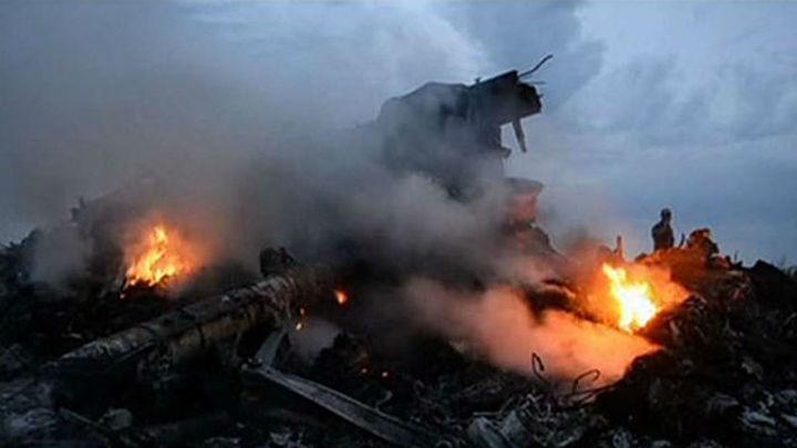Más de 60 expertos llegan al lugar del siniestro del avión malasio