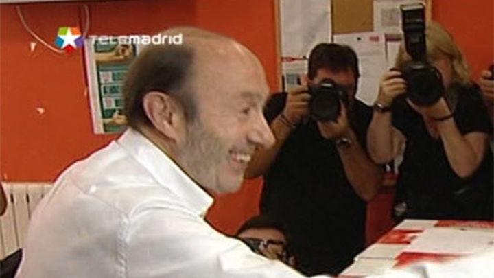 Dirigentes del PSOE esperan un congreso de unidad tras el adiós de Rubalcaba