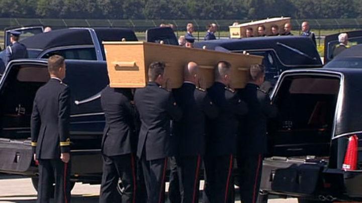 Llegan a Holanda dos aviones con los restos de las víctimas del avión malasio