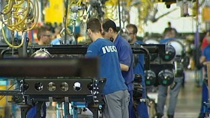 El paro registra una caída récord de 310.400 personas y se crean 402.400 empleos