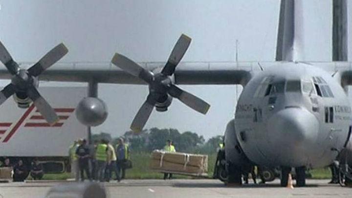 Salen de Járkov otros dos aviones con restos de 74 víctimas de avión malasio