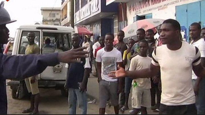 """El Gobierno Sierra Leona """"cerrará"""" el país durante 4 días para frenar el ébola"""