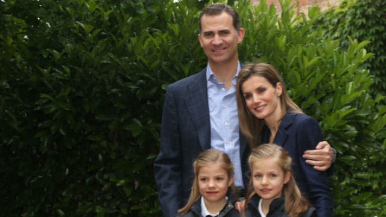 El Rey agradece a Mallorca su acogida tras posar con su familia en Marivent