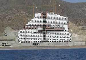 La Junta adquiere los terrenos del Algarrobico para derribar el hotel