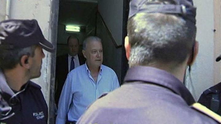En libertad con cargos el exconsejero andaluz de Hacienda por fraude en formación