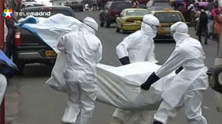 Enfermos de ébola huyen de una clínica de Liberia tras el saqueo del centro