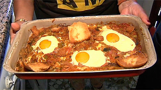 Pisto con huevos al horno
