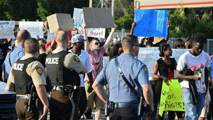 Muere otro hombre negro por disparos de un policía en San Luis, cerca de Ferguson