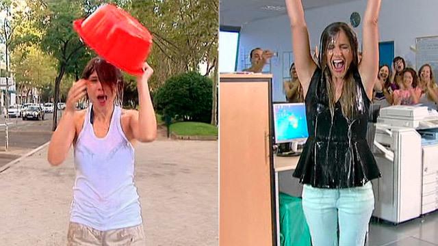 Las presentadoras de Telemadrid se mojan por el ELA