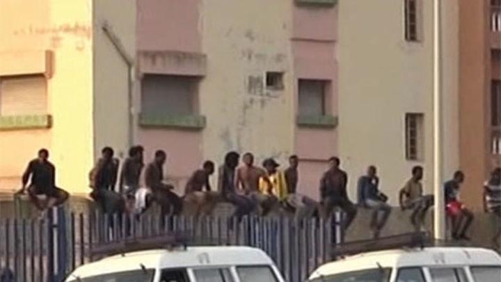 Al menos 15 inmigrantes logran entrar a Melilla en un nuevo salto a la valla