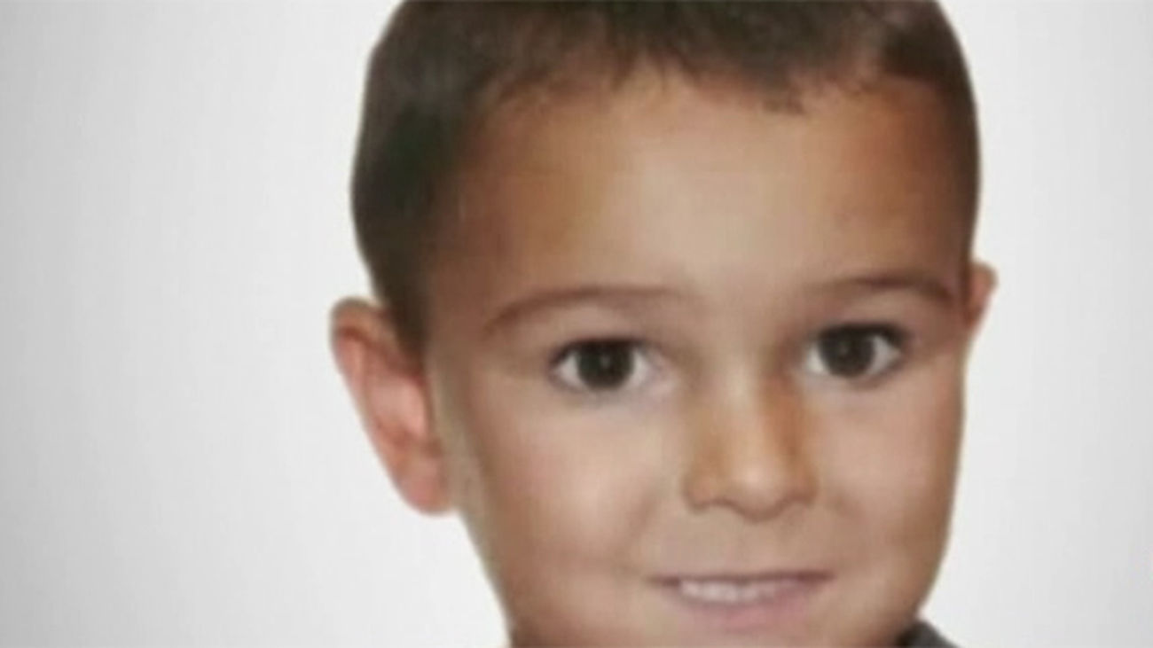 El juez mantiene detenidos por 72 horas a los padres del niño británico enfermo