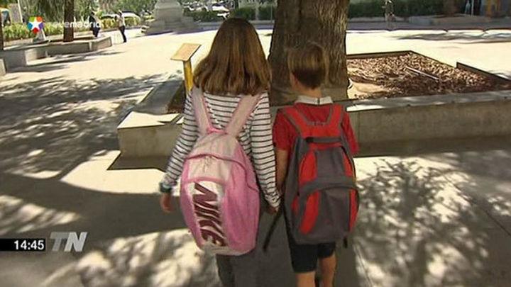 Uno de cada tres escolares carga el triple del peso recomendado en su mochila