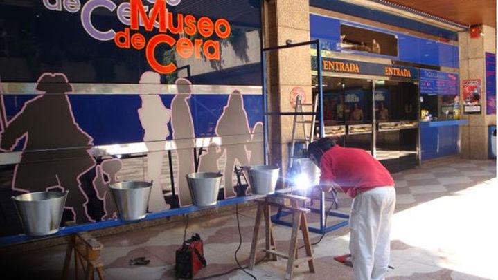 El Museo de Cera se suma a la campaña del cubo helado a favor de los enfermos de ELA