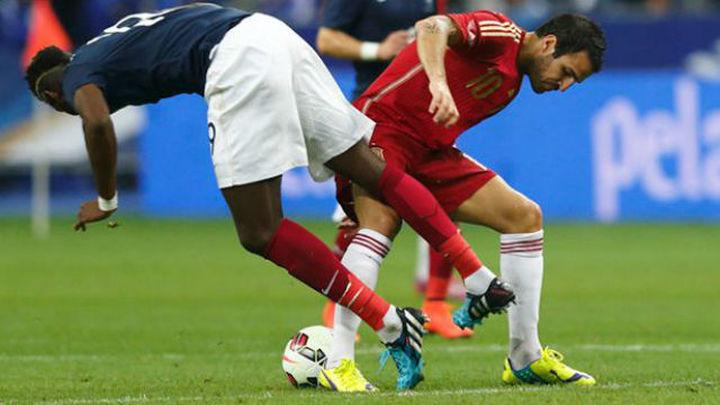 1-0. La nueva España comienza en París con derrota