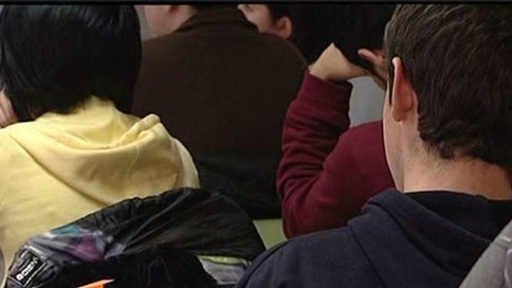 La Comunidad de Madrid prohibirá los móviles en los colegios sostenidos con fondos públicos