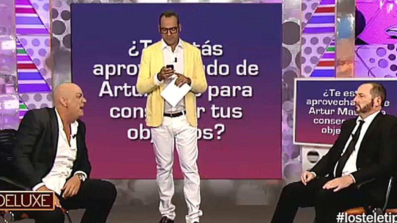 Sálvame Deluxe llega a Los Tele Tipos con Tele Oriol Junqueras enfrentándose al polígrafo