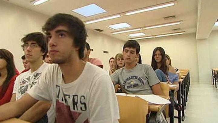 Madrid baraja que los alumnos de 2º de Bachillerato y 4º de ESO vuelvan antes a las clases presenciales