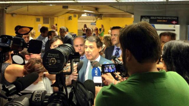 González anuncia que congelará también en 2015 los precios del transporte público