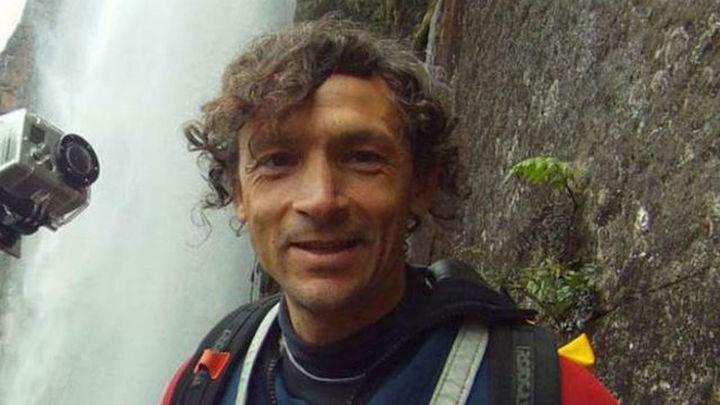 El espeleólogo madrileño permanece en zona segura antes de ser rescatado de la cueva