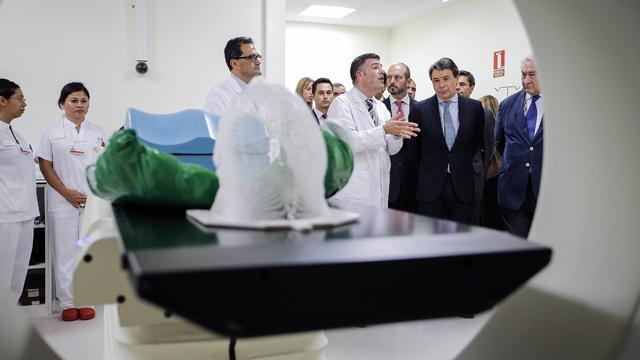 Ignacio González inaugura un moderno centro de radioterapia en el Hospital de Torrejón