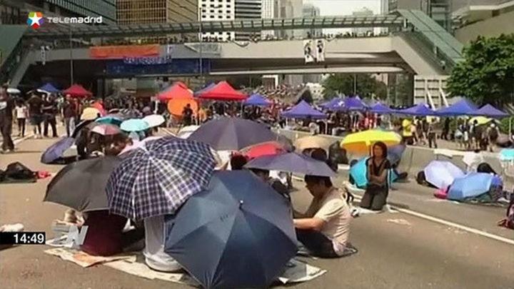 El líder de Hong Kong no dimite y anuncia un diálogo político con los estudiantes