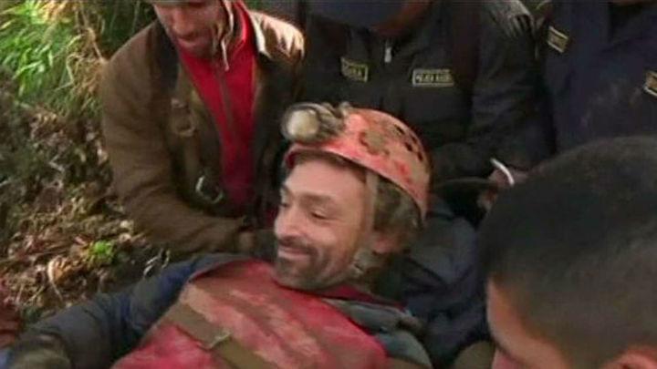 Rescatado el espeleólogo madrileño tras 12 días atrapado en una cueva de Perú
