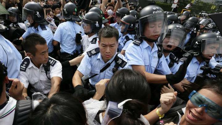 116 detenidos en un nuevo desalojo de protestas en Hong Kong