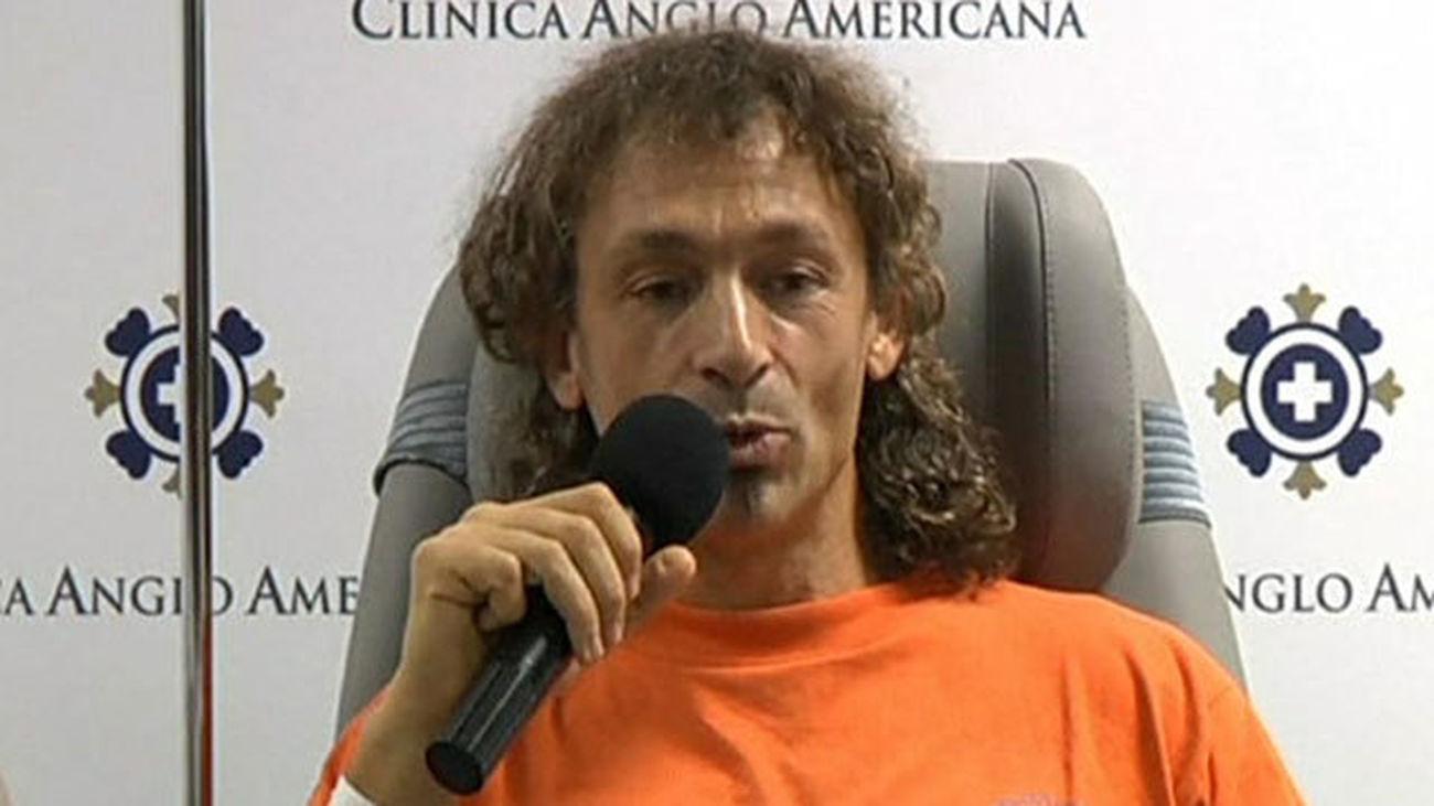 El espeleólogo madrileño rescatado de cueva en Perú llegará el lunes a Madrid