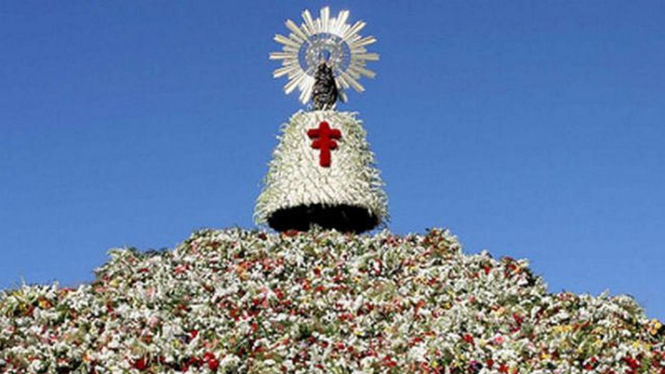 Zaragoza recibe a miles de devotos de la Virgen del Pilar
