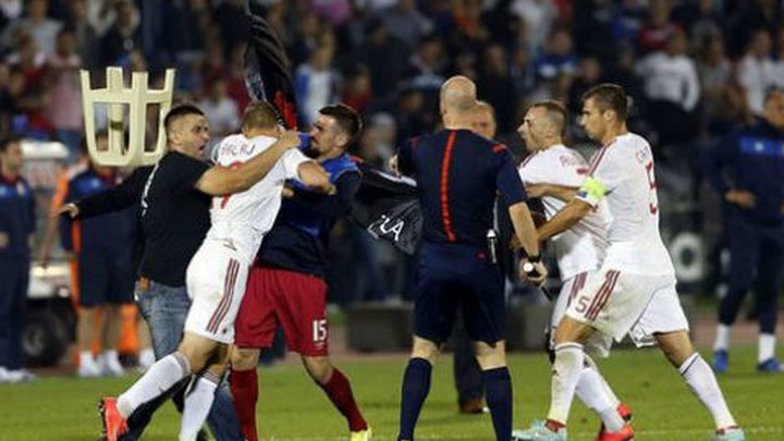 Un dron y una bandera causan el caos en el partido Serbia-Albania