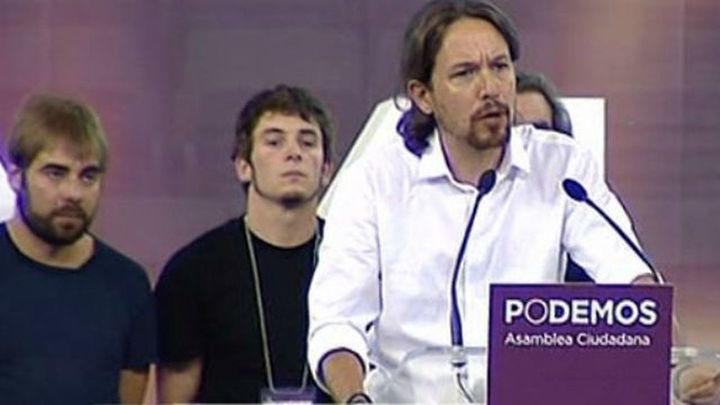 Líderes de Podemos cantan 'La Internacional' junto a un rapero proetarra