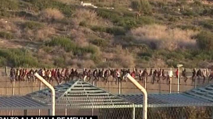 Diecisiete inmigrantes llegan al CETI de Melilla tras último salto a la valla