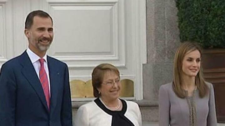Bachelet llega a España en primera visita Estado con Felipe VI como anfitrión
