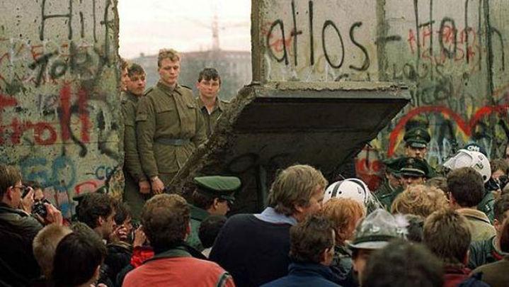 Merkel subraya el éxito de la reunificación 25 años después del fin del muro