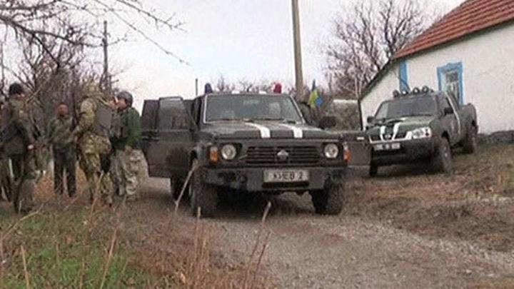 Poroshenko entrega a la OSCE los automóviles blindados para supervisar el alto el fuego