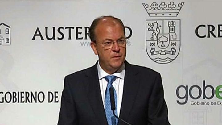 Monago asegura que hizo 16 viajes oficiales a Canarias y se pagó 22 privados