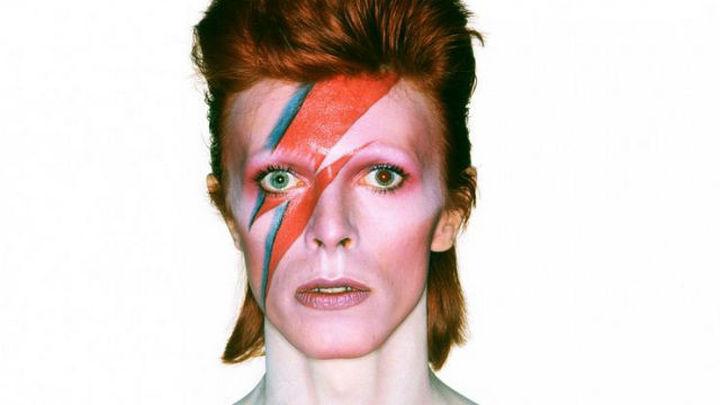 La expo de David Bowie, un 'viaje inmersivo' por la mente del músico