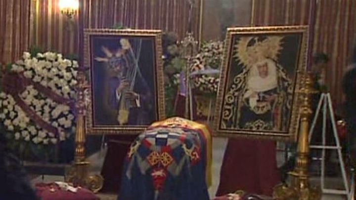 Más de 30.000 personas dan el último adiós a la Duquesa de Alba en su capilla ardiente