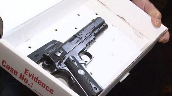 Muere un niño de doce años con un arma de juguete por disparos de la policía en EEUU