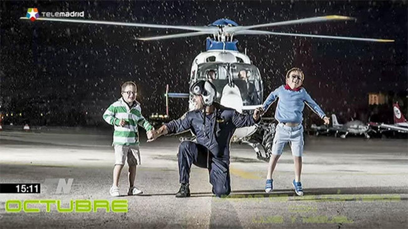 Policías Nacionales y niños con Síndrome de Down juntos en un calendario