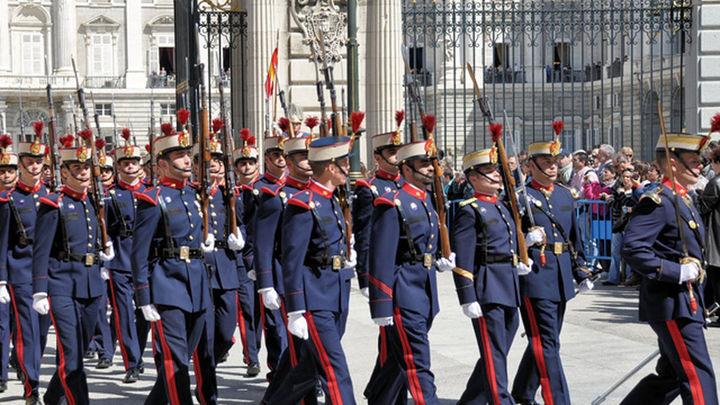 La Guardia Real celebra el XX aniversario de la reanudación del Relevo Solemne