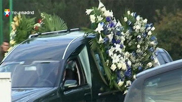 Más de un centenar de personas asisten al entierro de Jimmy, el hincha del Deportivo