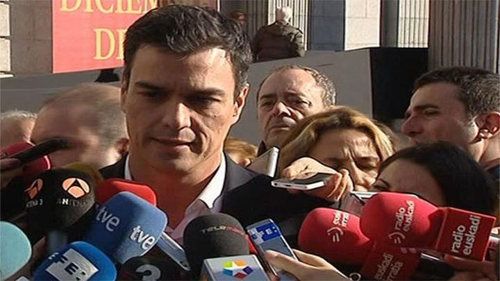 Sánchez pide a Rajoy renovar la Constitución