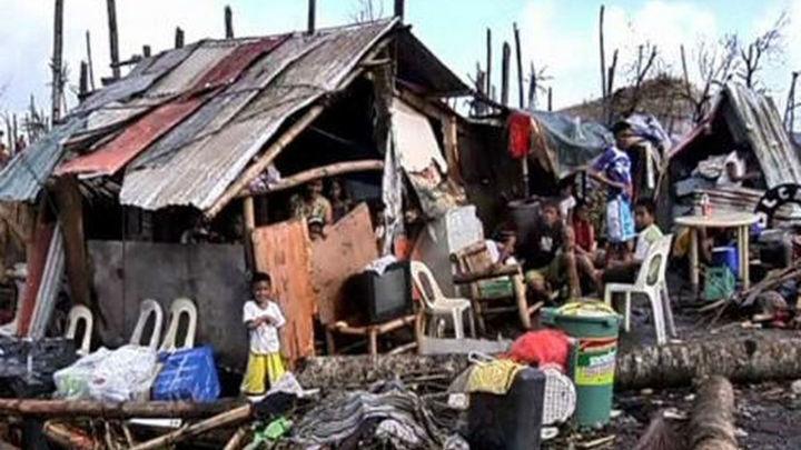 Al menos 3 muertos y 716.000 evacuados en Filipinas por el tifón Hagupit