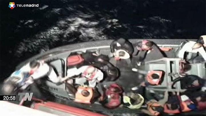 Llegan a Sicilia los inmigrantes rescatados en alta mar por el buque del CSIC