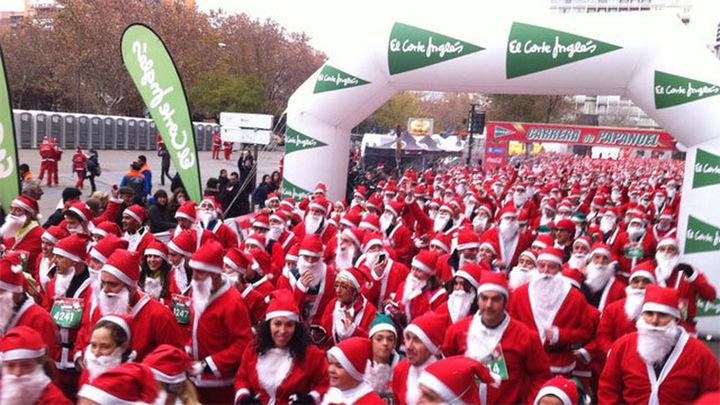 Miles de Papás Noel toman la Castellana en busca del récord Guinness