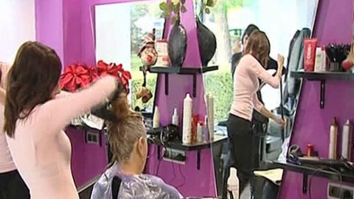 Los peluqueros reclaman en Madrid una bajada del IVA para afrontar la crisis