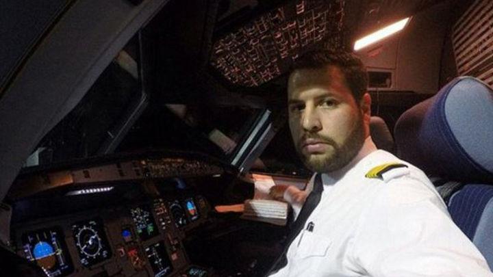 Una web recopila las fotos prohibidas que los pilotos sacan en las cabinas de los aviones