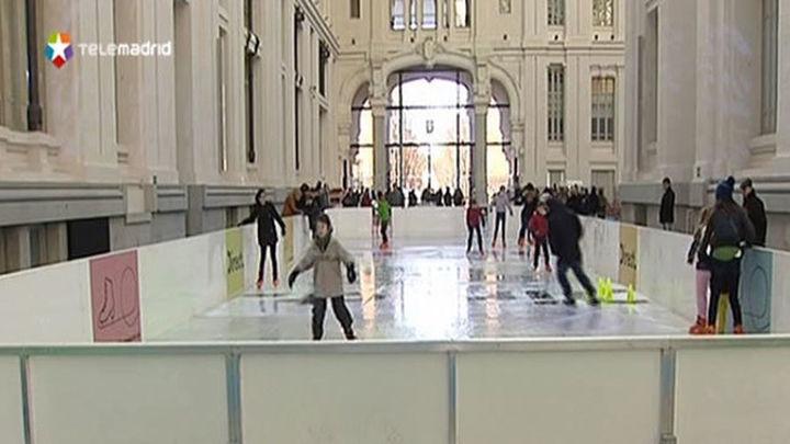 El Palacio de Cibeles vuelve a convertirse en pista de hielo esta Navidad