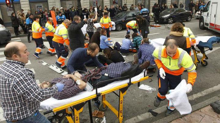 Siete heridos, cuatro de ellos graves, al ser atropellados por un turismo en Oviedo